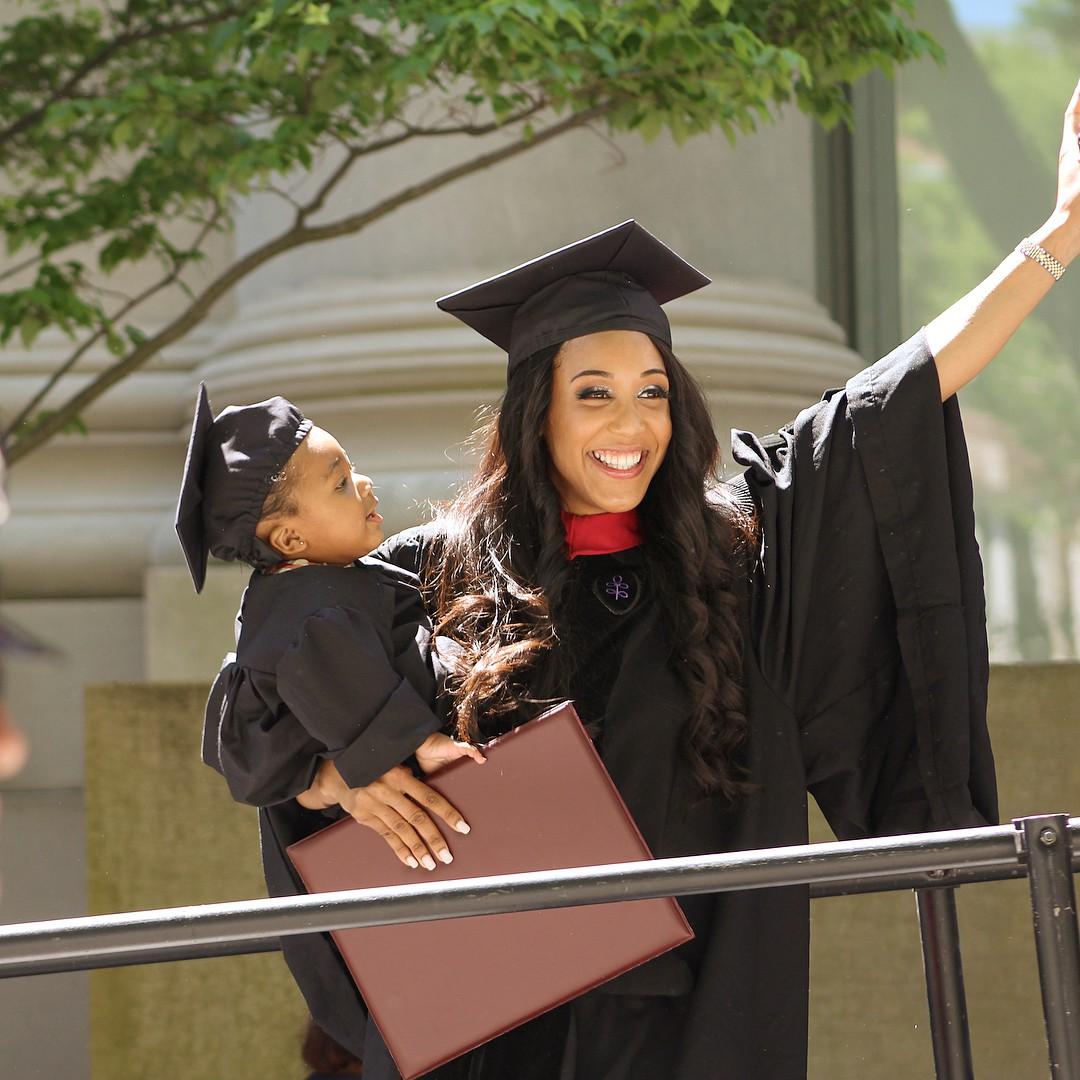 Lâm bồn vào đúng đợt thi cuối cùng, bà mẹ đơn thân người Mỹ vẫn tốt nghiệp trường Harvard danh tiếng