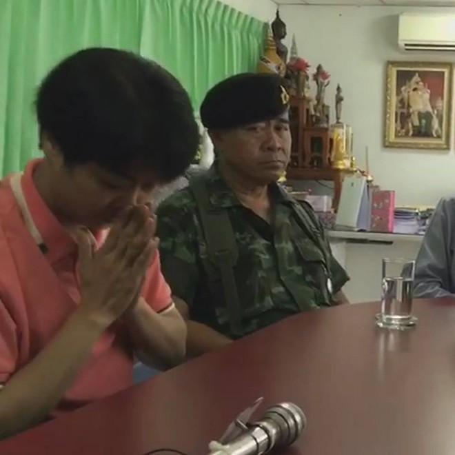 Thái Lan: 3 nữ sinh không mặc đồng phục đúng quy định, cô giáo đưa ra hình phạt khiến cộng đồng mạng đồng loạt phẫn nộ