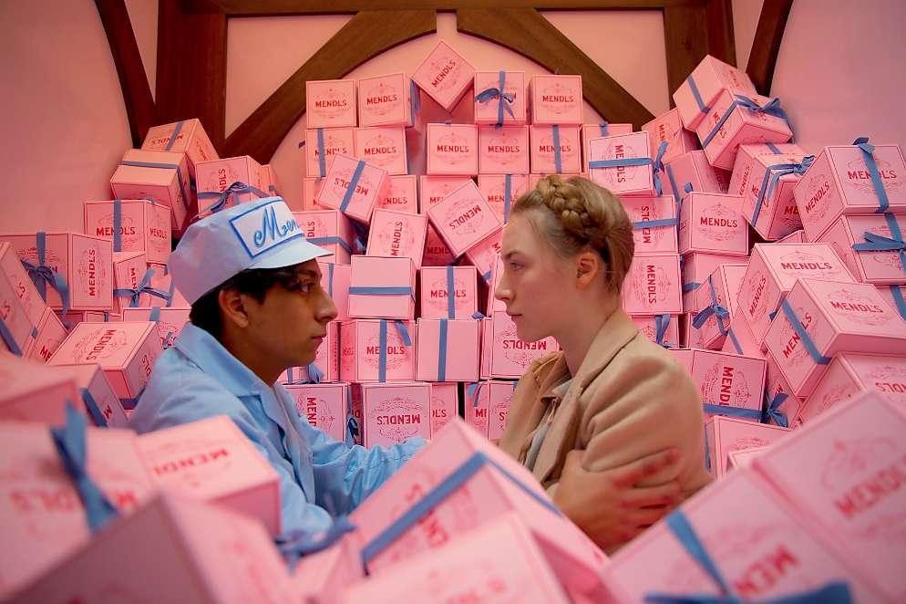 Để cảm xúc đưa lối qua bảng màu dị thường từ phù thuỷ hình ảnh Wes Anderson - Ảnh 13.