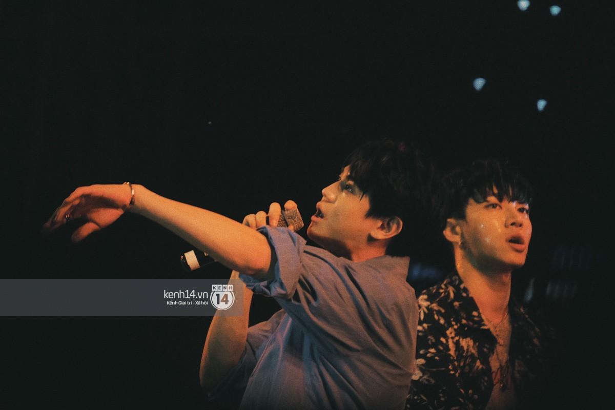 Top khoảnh khắc nóng nhất đêm diễn Hyuna, Highlight: Quyến rũ, sâu lắng, hồi tưởng về chùm ca khúc đình đám một thời - Ảnh 8.