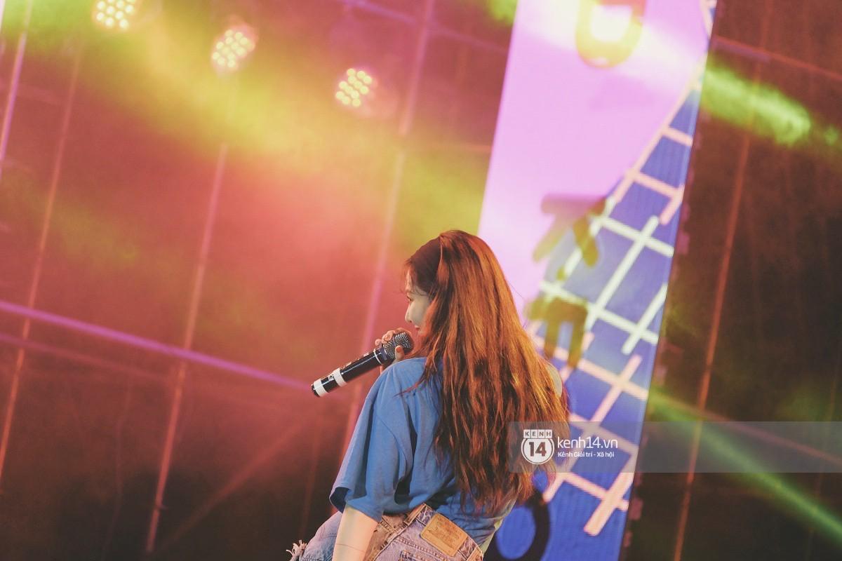 Top khoảnh khắc nóng nhất đêm diễn Hyuna, Highlight: Quyến rũ, sâu lắng, hồi tưởng về chùm ca khúc đình đám một thời - Ảnh 21.