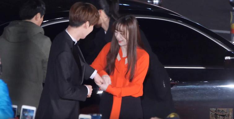 Ahn Jae Hyun có một thói quen khó bỏ: Tự tìm tay Goo Hye Sun để nắm chặt, bà xã nhắc nhở cũng không buông - Ảnh 1.