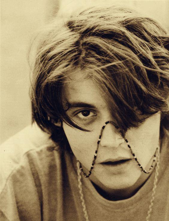 Loạt ảnh Johnny Depp thời trẻ đẹp không chê vào đâu được từng làm bao thiếu nữ trụy tim - Ảnh 13.