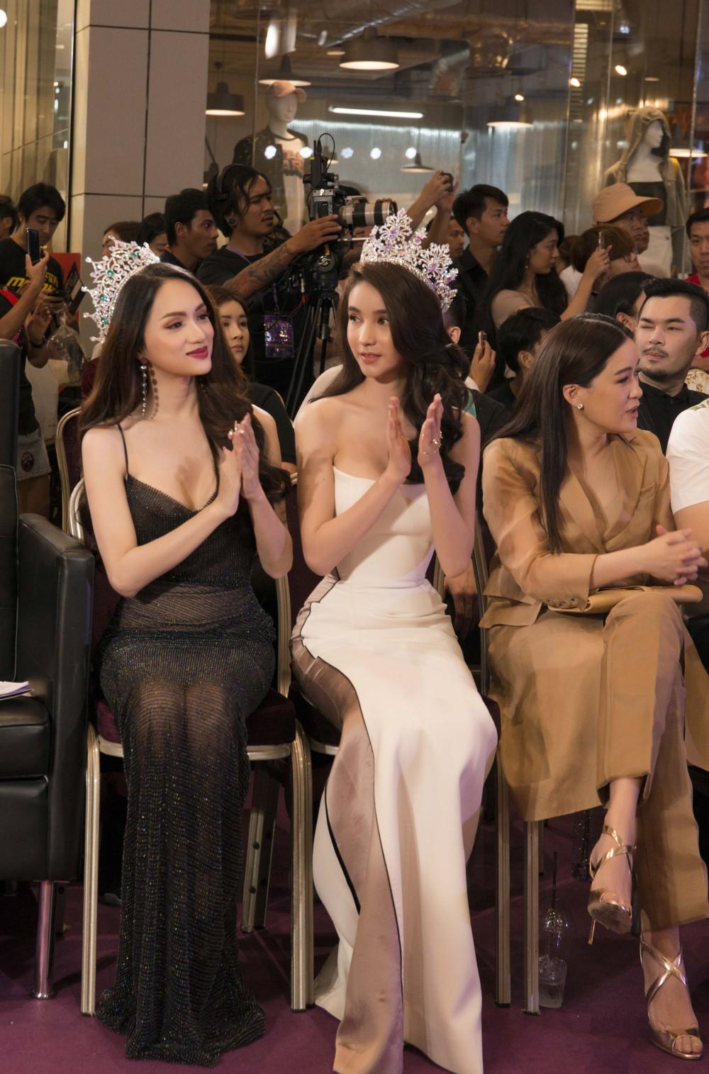 Hương Giang diện trang phục gợi cảm, đọ sắc cùng dàn mỹ nhân chuyển giới đình đám trên thảm đỏ sự kiện tại Thái Lan - Ảnh 3.