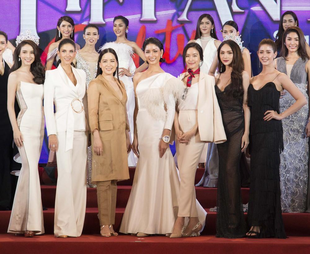 Hương Giang diện trang phục gợi cảm, đọ sắc cùng dàn mỹ nhân chuyển giới đình đám trên thảm đỏ sự kiện tại Thái Lan - Ảnh 6.