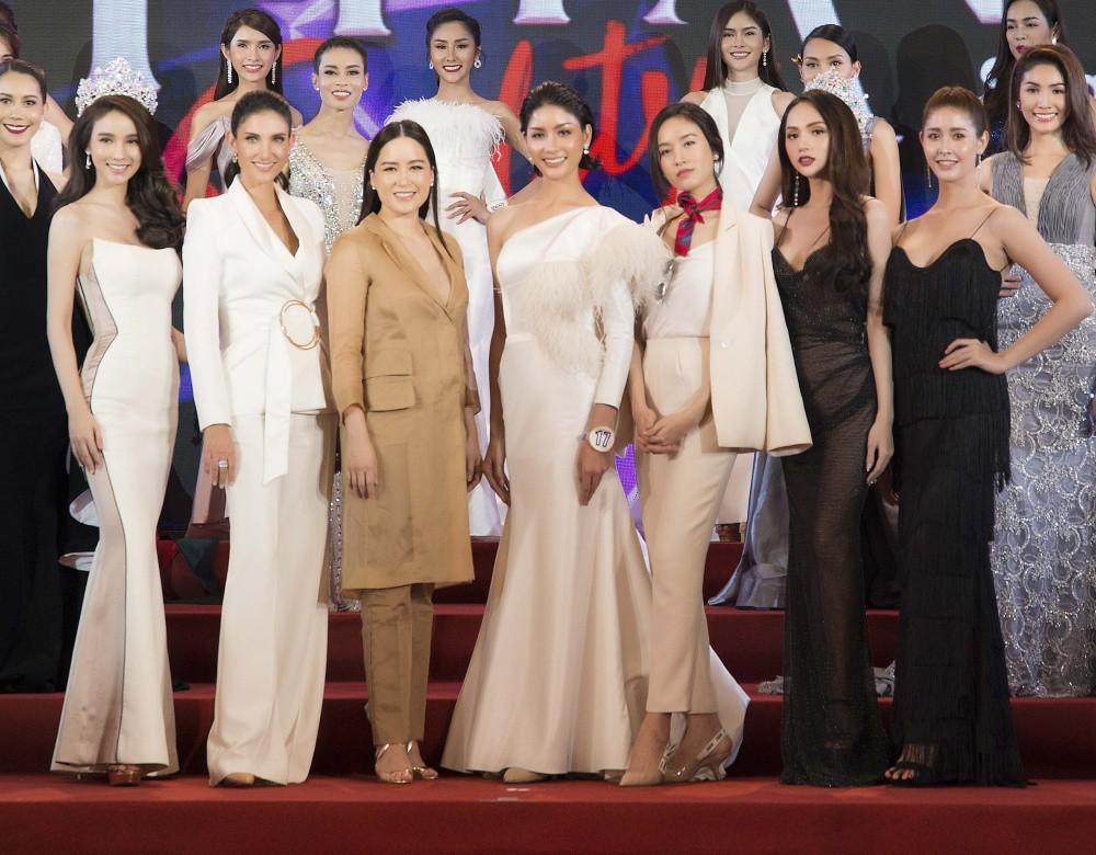 Hương Giang diện trang phục gợi cảm, đọ sắc cùng dàn mỹ nhân chuyển giới đình đám trên thảm đỏ sự kiện tại Thái Lan - Ảnh 7.