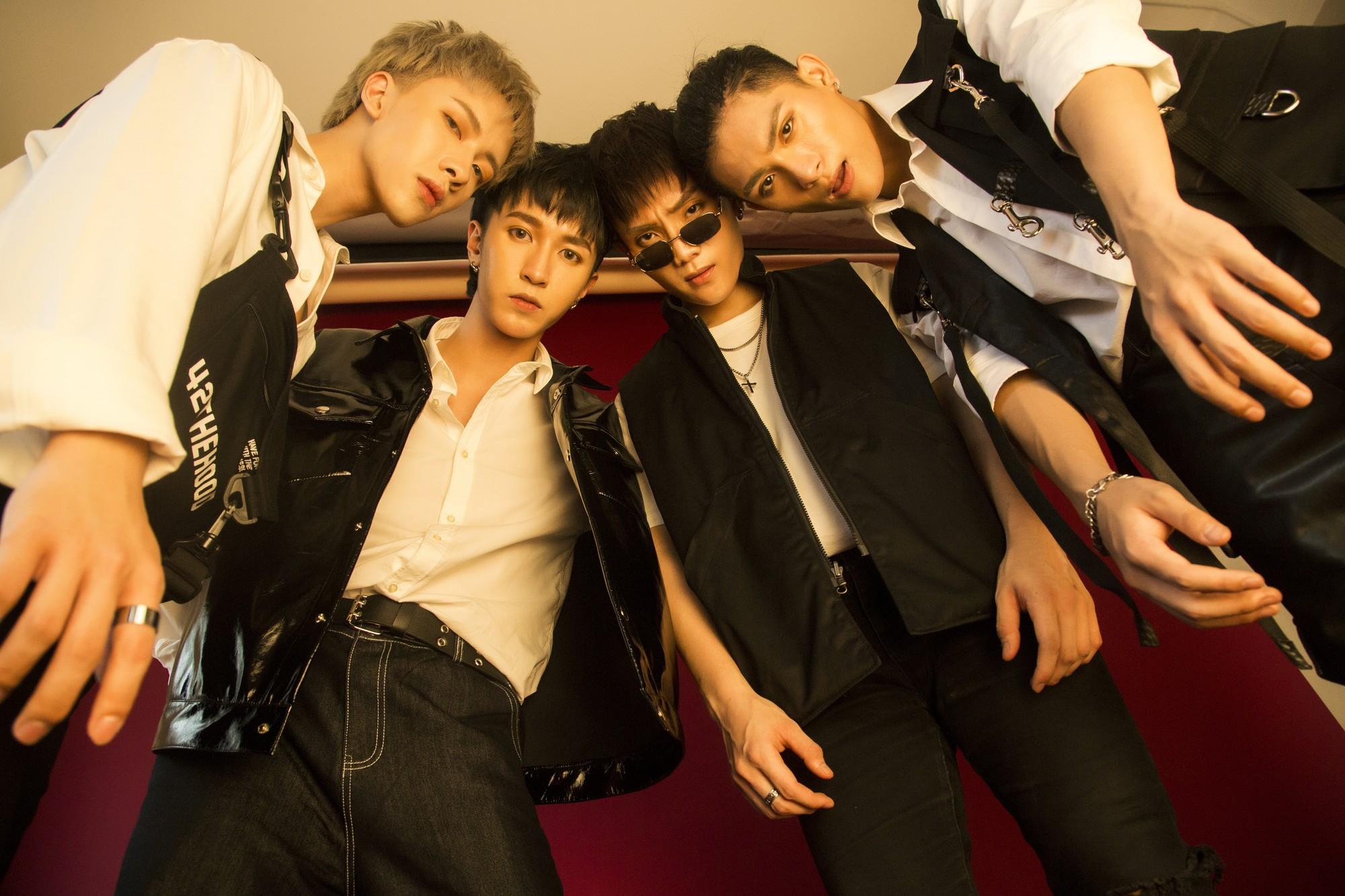 Monstar tung MV với đội hình 4 thành viên, kể chuyện về những người cố chấp níu kéo tình yêu đã hết - Ảnh 3.