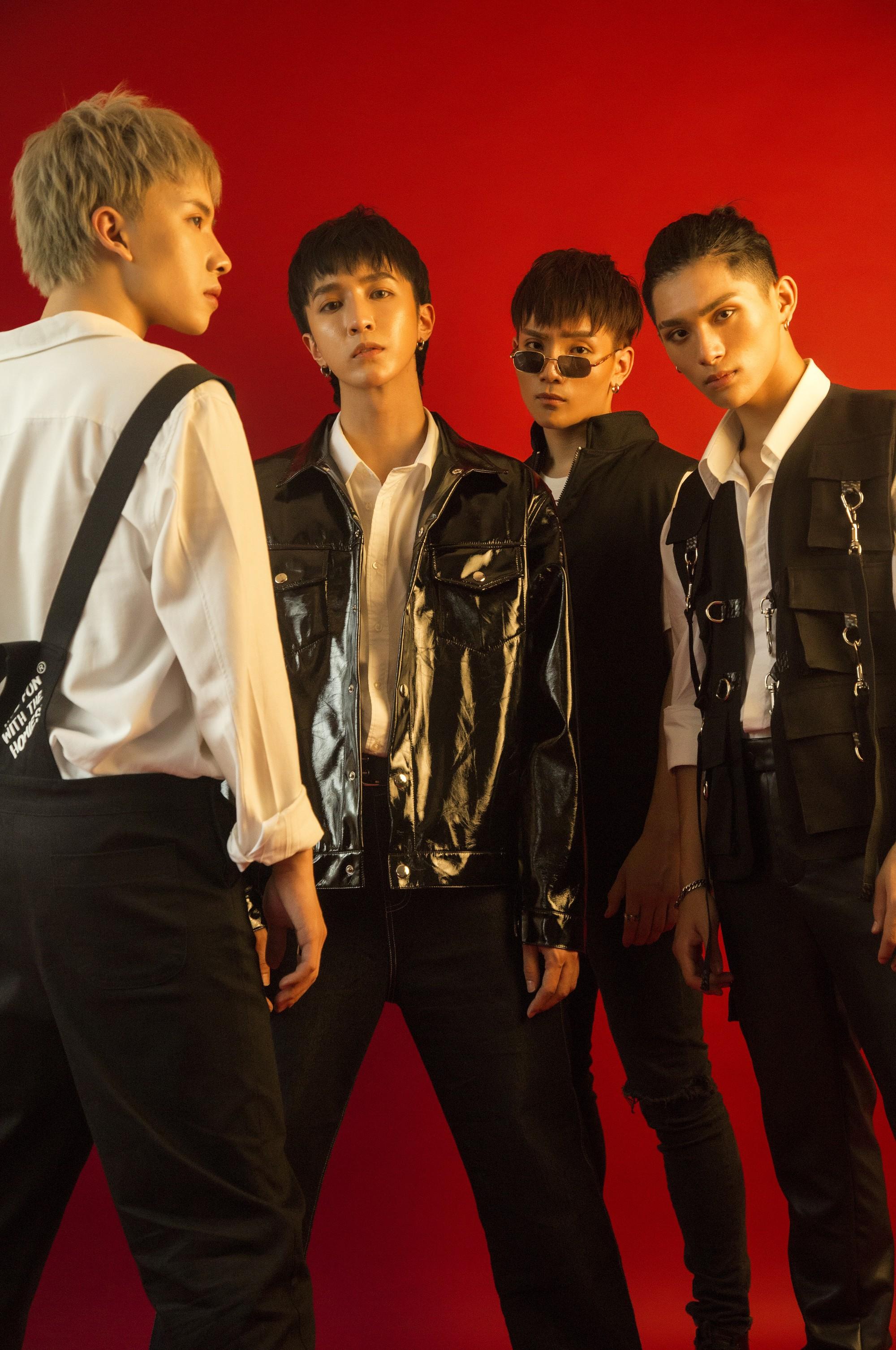 Monstar tung MV với đội hình 4 thành viên, kể chuyện về những người cố chấp níu kéo tình yêu đã hết - Ảnh 2.
