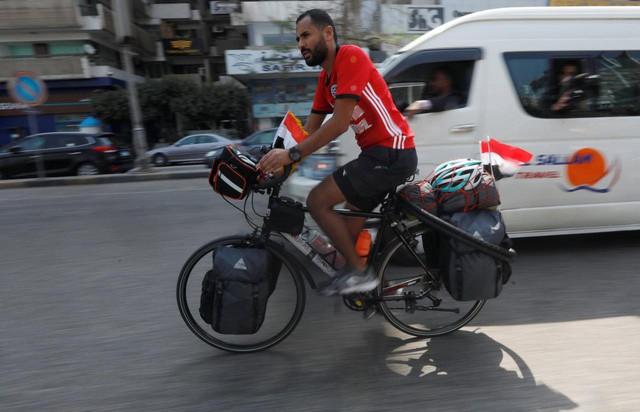 Anh chàng người Ai Cập sang Nga xem World Cup … bằng xe đạp - Ảnh 1.