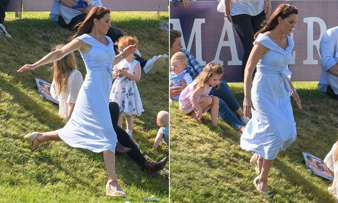 Dù mặc váy bỉm sữa bình dân, công nương Kate vẫn gây chú ý vì thần thái hoàng gia không thua gì mẹ chồng năm xưa - Ảnh 1.