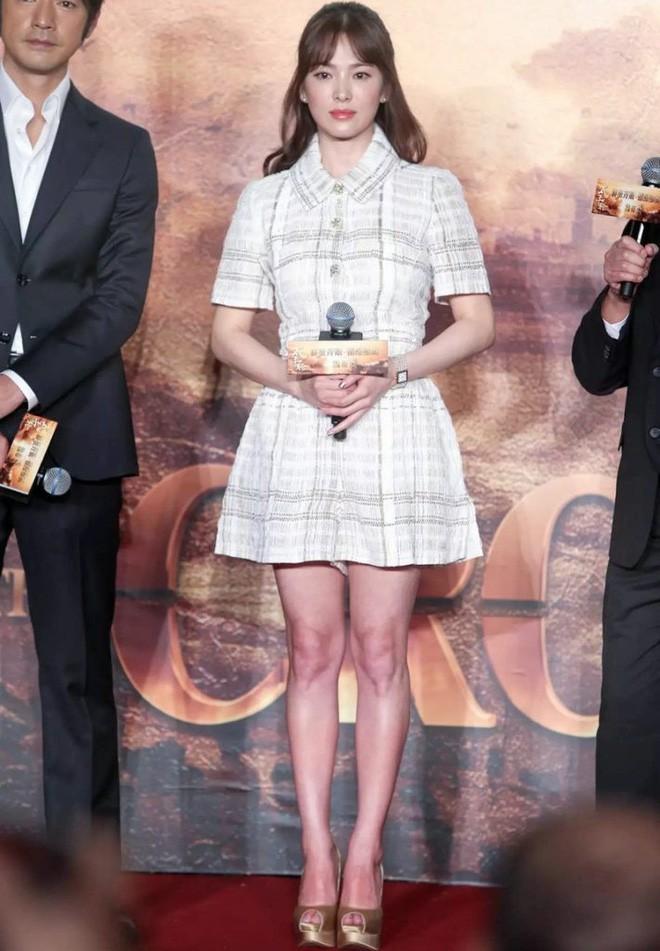 Song Hye Kyo trung thành diện một kiểu váy đơn giản trong nhiều năm - Ảnh 12.