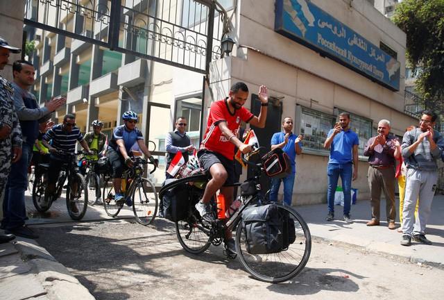 Anh chàng người Ai Cập sang Nga xem World Cup … bằng xe đạp - Ảnh 3.
