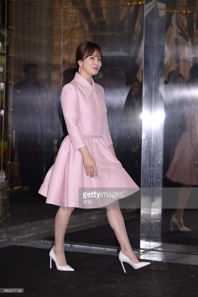 Song Hye Kyo trung thành diện một kiểu váy đơn giản trong nhiều năm - Ảnh 4.