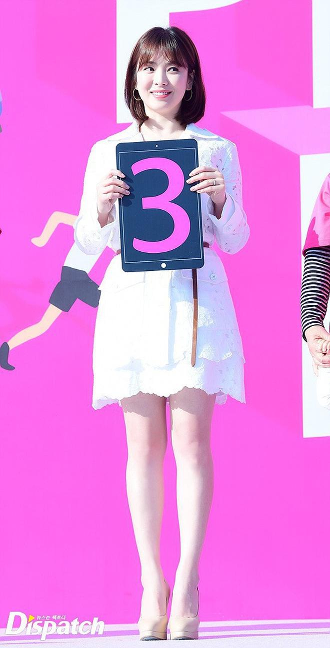 Song Hye Kyo trung thành diện một kiểu váy đơn giản trong nhiều năm - Ảnh 5.