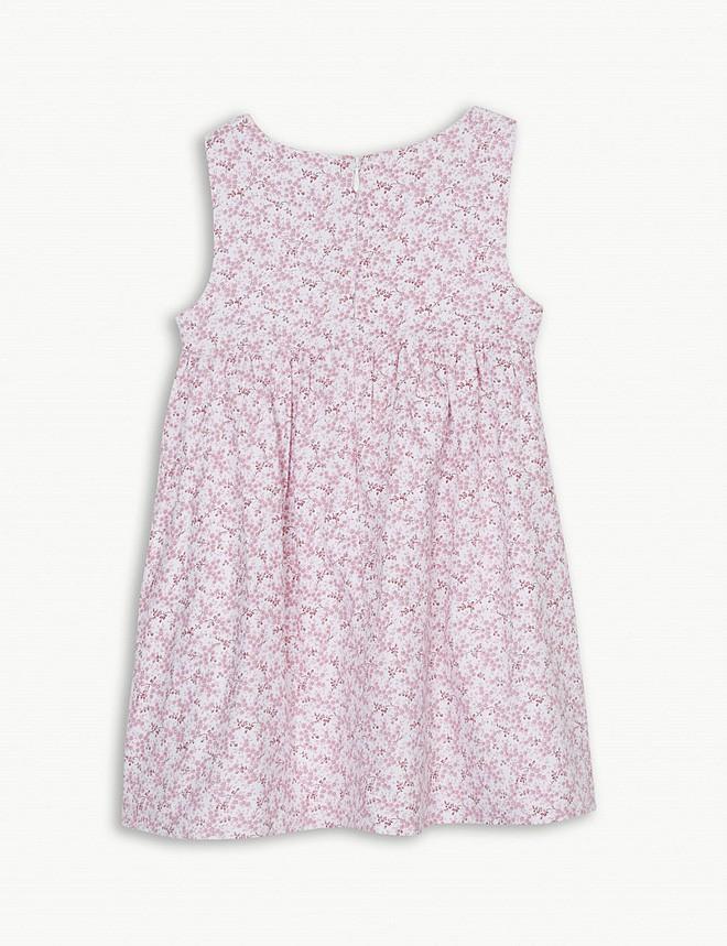 Công chúa Charlotte cũng như bao bé gái khác, mặc đồ bình dân rất xinh và tận dụng tối đa chiếc váy yêu thích - Ảnh 6.