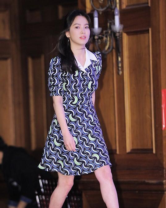 Song Hye Kyo trung thành diện một kiểu váy đơn giản trong nhiều năm - Ảnh 8.