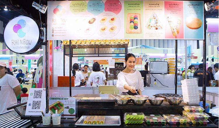 Món bánh gì của Thái Lan mà trông cứ như một ngọn tháp đầy màu sắc thế kia? - Ảnh 6.