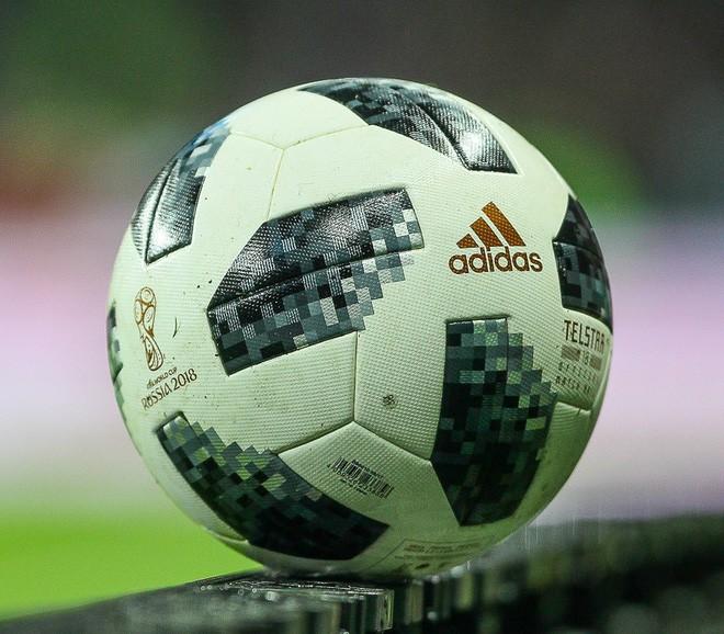 Các yếu tố khoa học đằng sau quả bóng World Cup 2018: bay ổn định hơn, lợi cho cả người sút lẫn người bắt - Ảnh 1.
