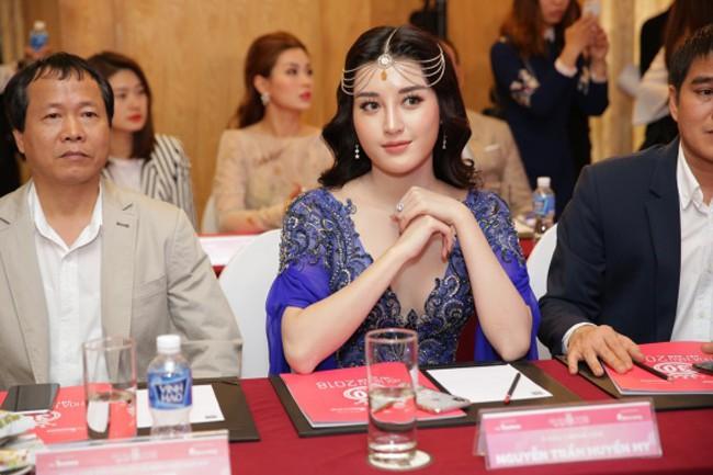 Ham hố chặt chém, Á hậu Huyền My trông như bạn cùng lứa với Hoa hậu... Hà Kiều Anh - Ảnh 2.