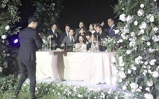 Top đám cưới có dàn khách mời khủng nhất xứ Hàn: Song Song lép vế trước Jang Dong Gun, Lee Byung Hun mời sao Hollywood - Ảnh 21.