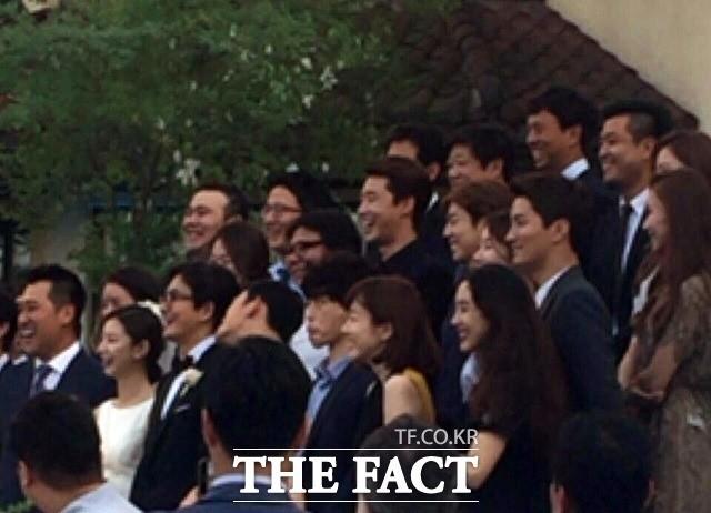 Top đám cưới có dàn khách mời khủng nhất xứ Hàn: Song Song lép vế trước Jang Dong Gun, Lee Byung Hun mời sao Hollywood - Ảnh 19.