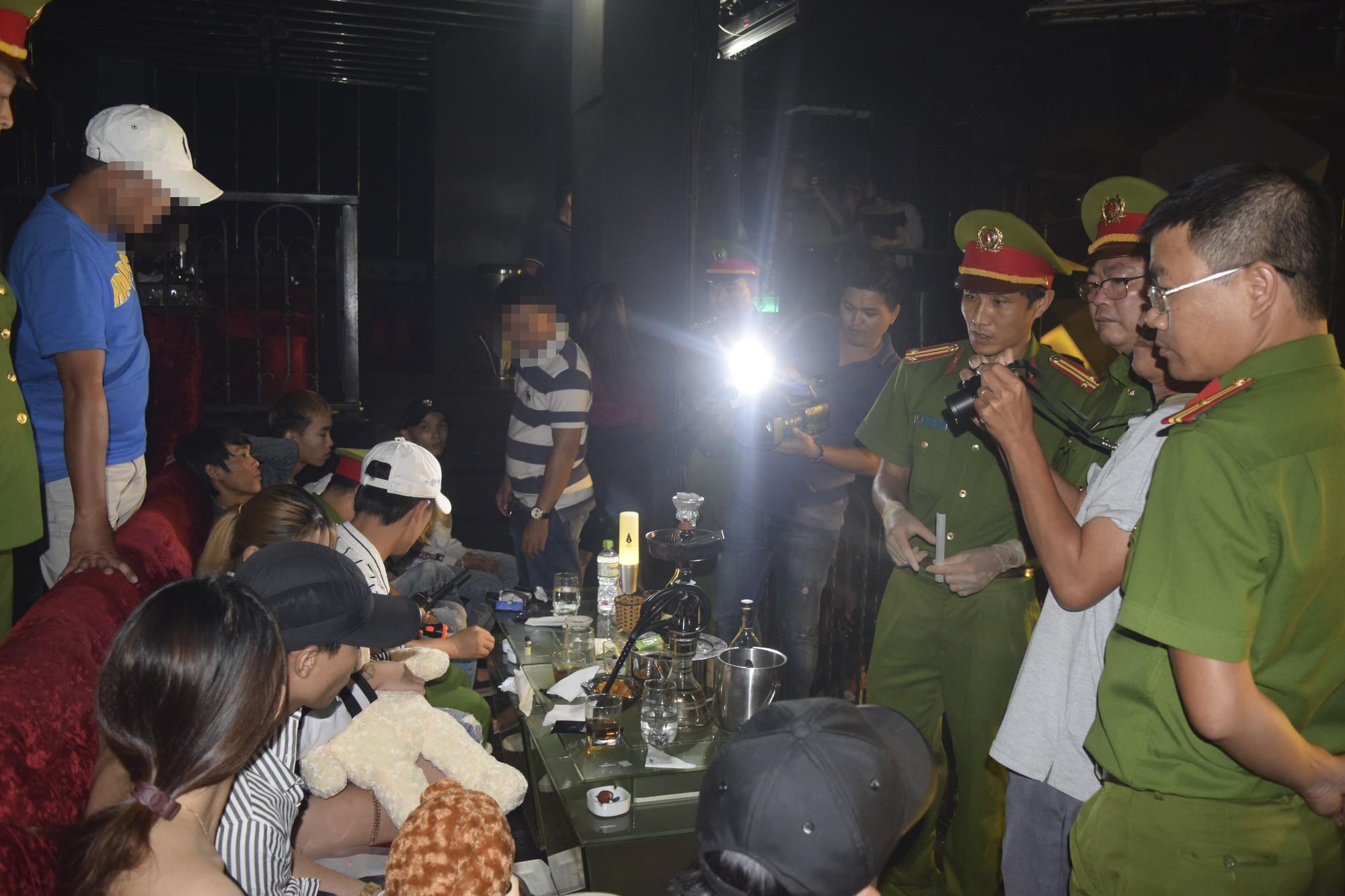 50 thanh niên nam nữ dương tính với ma tuý trong quán bar ở Huế - Ảnh 2.