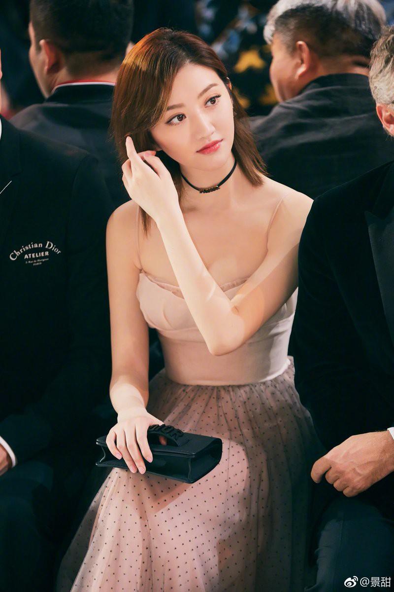 Sunmi – Kiko Mizuhara – Cảnh Điềm cùng đọ sắc trong 1 thiết kế: Ai đẹp lấn lướt hơn ai? - Ảnh 6.