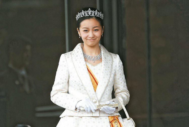 Công chúa xinh đẹp nhất Nhật Bản xuất hiện rạng rỡ, công bố đã hoàn thành khóa học tại Anh - Ảnh 2.