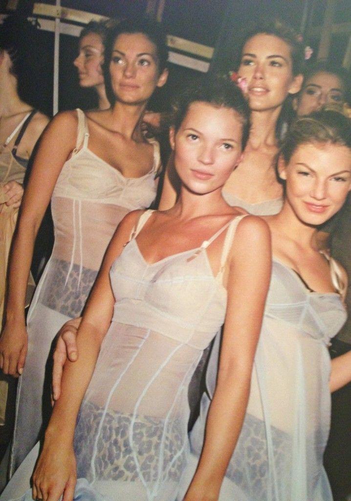 NTK của Dolce Gabbana tỏ ý chê Kate Moss mặc xấu, giới mộ điệu lập tức chỉ trích: GATO! - Ảnh 5.