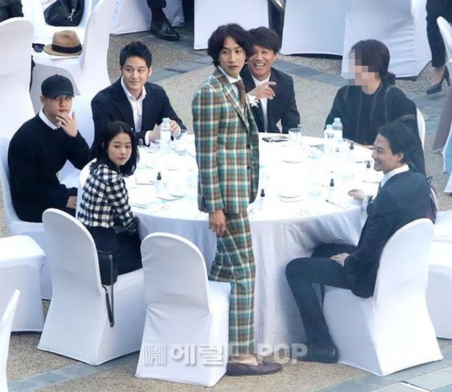 Top đám cưới có dàn khách mời khủng nhất xứ Hàn: Song Song lép vế trước Jang Dong Gun, Lee Byung Hun mời sao Hollywood - Ảnh 26.