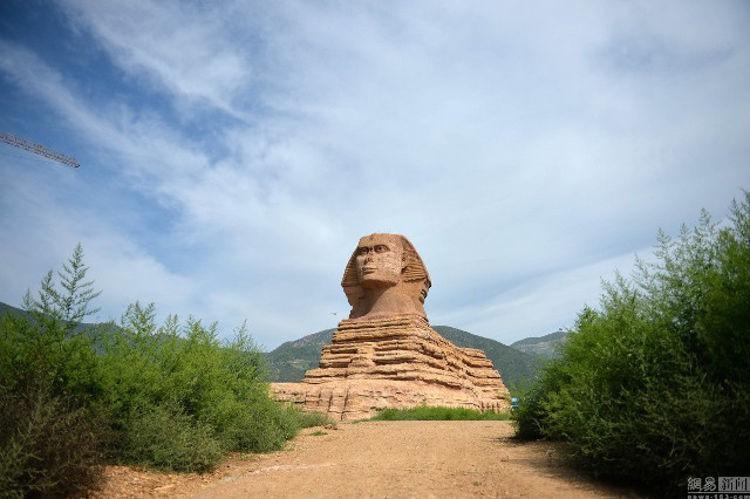 Ai Cập đệ đơn khiếu nại lên UNESCO vì Trung Quốc lại lén xây tượng nhân sư fake 1 to đẹp hơn cả bản gốc - Ảnh 1.
