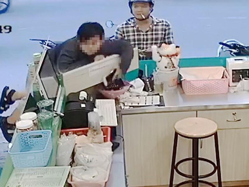 2 cha con dàn cảnh ăn trộm khắp TP.HCM - Ảnh 3.