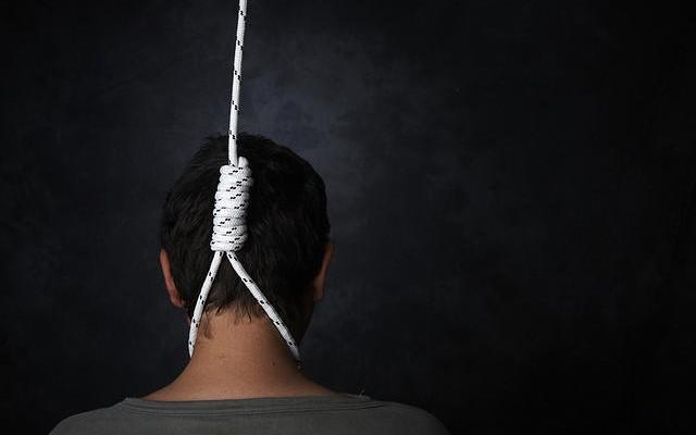 Ai mà tin được đến tự tử cũng có thể lây lan - Ảnh 2.