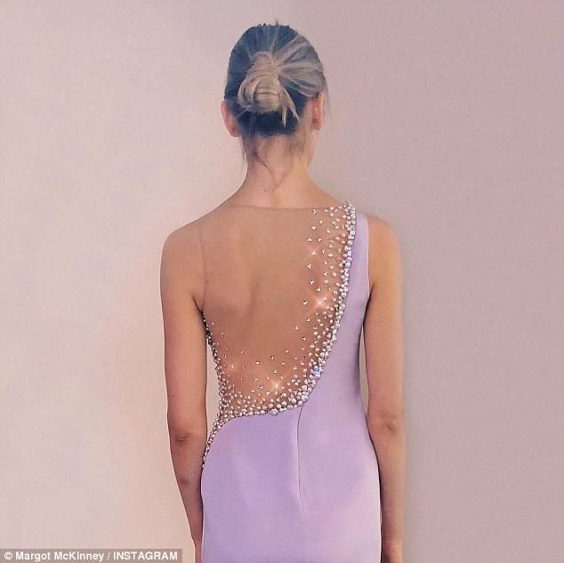 Nếu có hơn 14 tỷ đồng, liệu bạn có muốn mua chiếc váy độc nhất vô nhị này? - Ảnh 3.