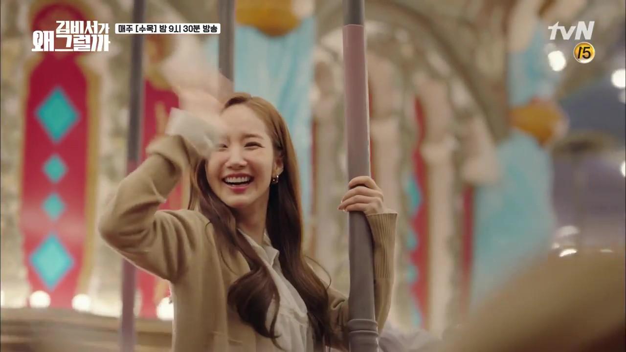 Thư Ký Kim: Trẹo cả chân vì ghen, Park Seo Joon kéo Park Min Young ngã suýt chạm môi rồi! - Ảnh 2.