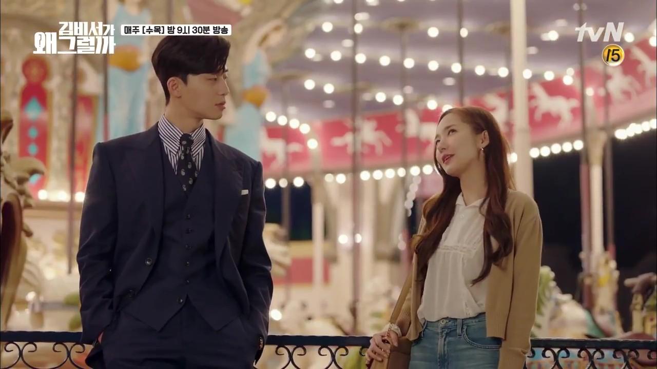 Thư Ký Kim: Trẹo cả chân vì ghen, Park Seo Joon kéo Park Min Young ngã suýt chạm môi rồi! - Ảnh 4.