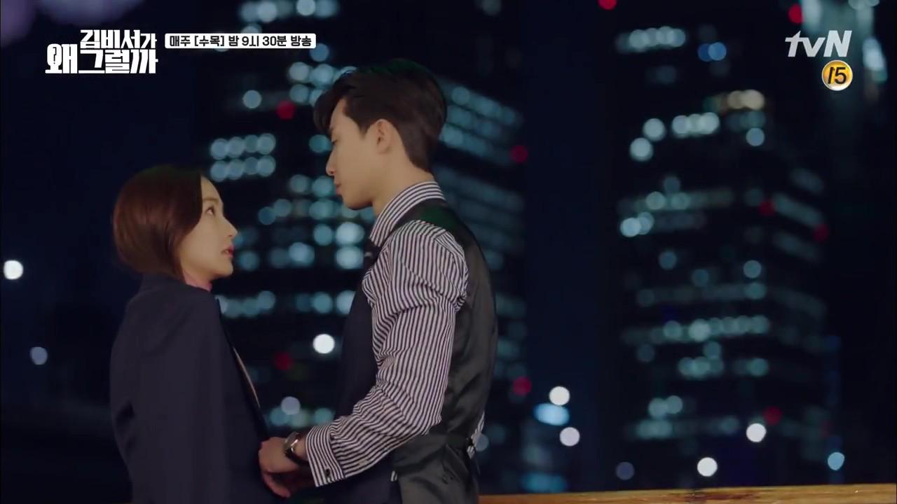 Thư Ký Kim: Trẹo cả chân vì ghen, Park Seo Joon kéo Park Min Young ngã suýt chạm môi rồi! - Ảnh 7.