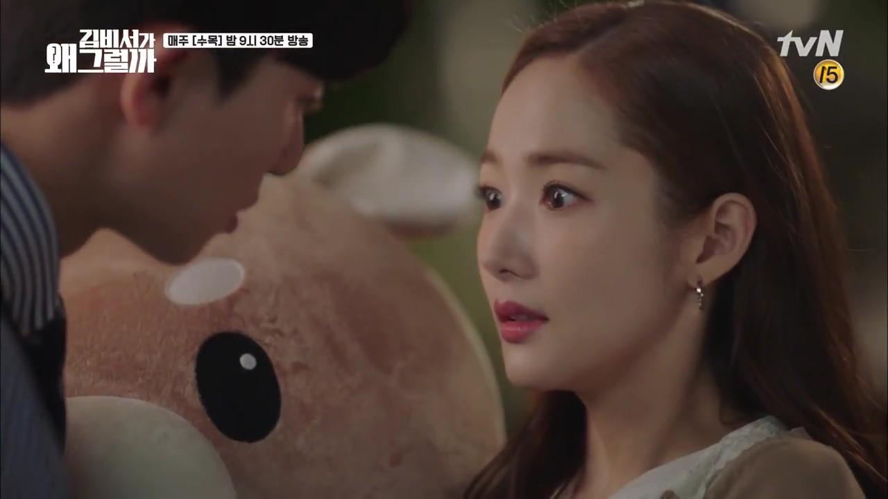 Thư Ký Kim: Trẹo cả chân vì ghen, Park Seo Joon kéo Park Min Young ngã suýt chạm môi rồi! - Ảnh 10.