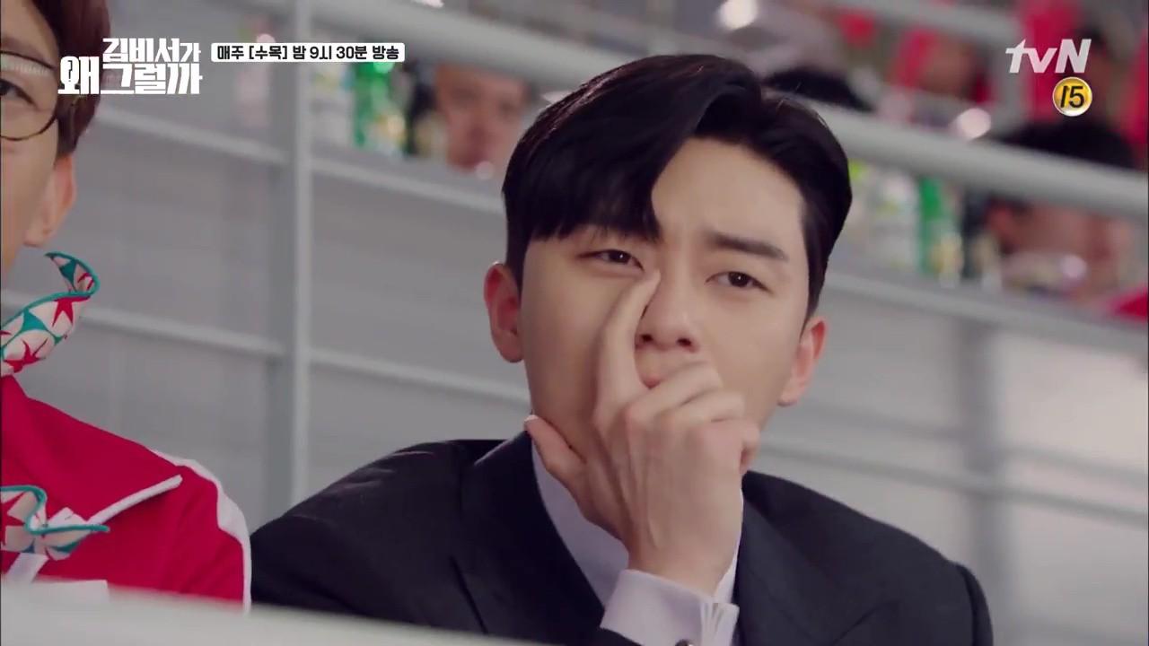 Thư Ký Kim: Trẹo cả chân vì ghen, Park Seo Joon kéo Park Min Young ngã suýt chạm môi rồi! - Ảnh 24.