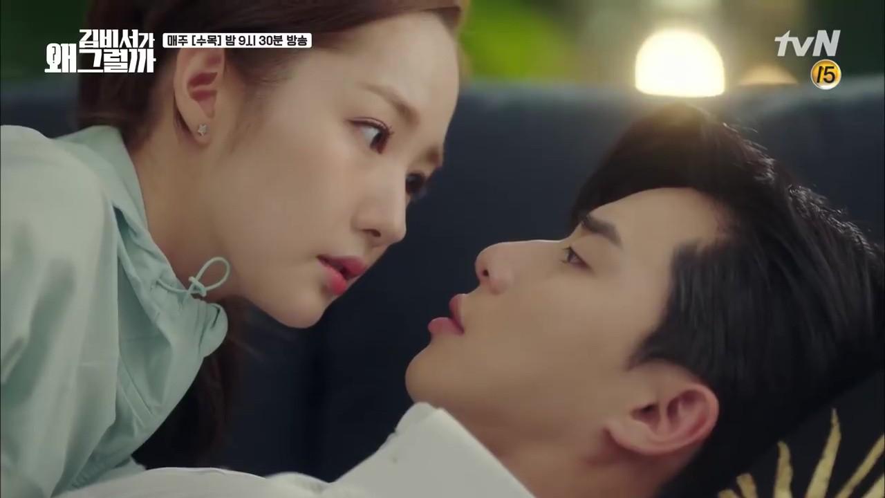 Thư Ký Kim: Trẹo cả chân vì ghen, Park Seo Joon kéo Park Min Young ngã suýt chạm môi rồi! - Ảnh 30.
