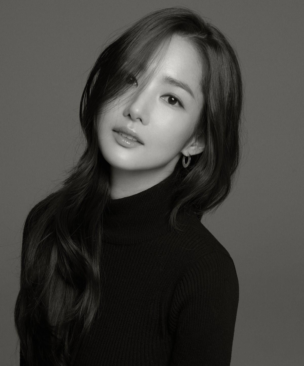 Ảnh hậu trường đẹp khó tin của đệ nhất dao kéo Park Min Young: Đẳng cấp còn hơn cả thiên thần tỉ tỉ - Ảnh 16.