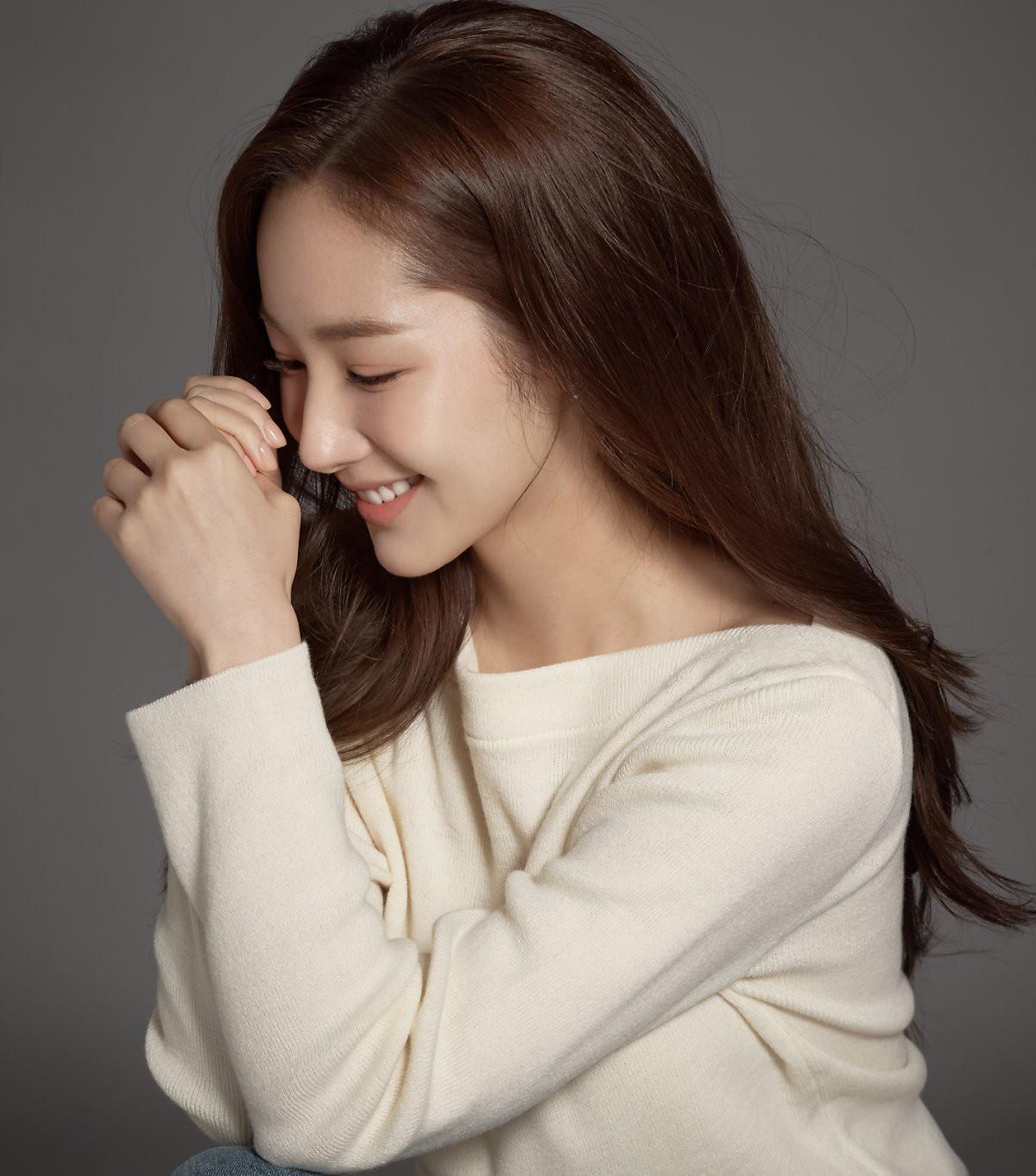 Ảnh hậu trường đẹp khó tin của đệ nhất dao kéo Park Min Young: Đẳng cấp còn hơn cả thiên thần tỉ tỉ - Ảnh 18.