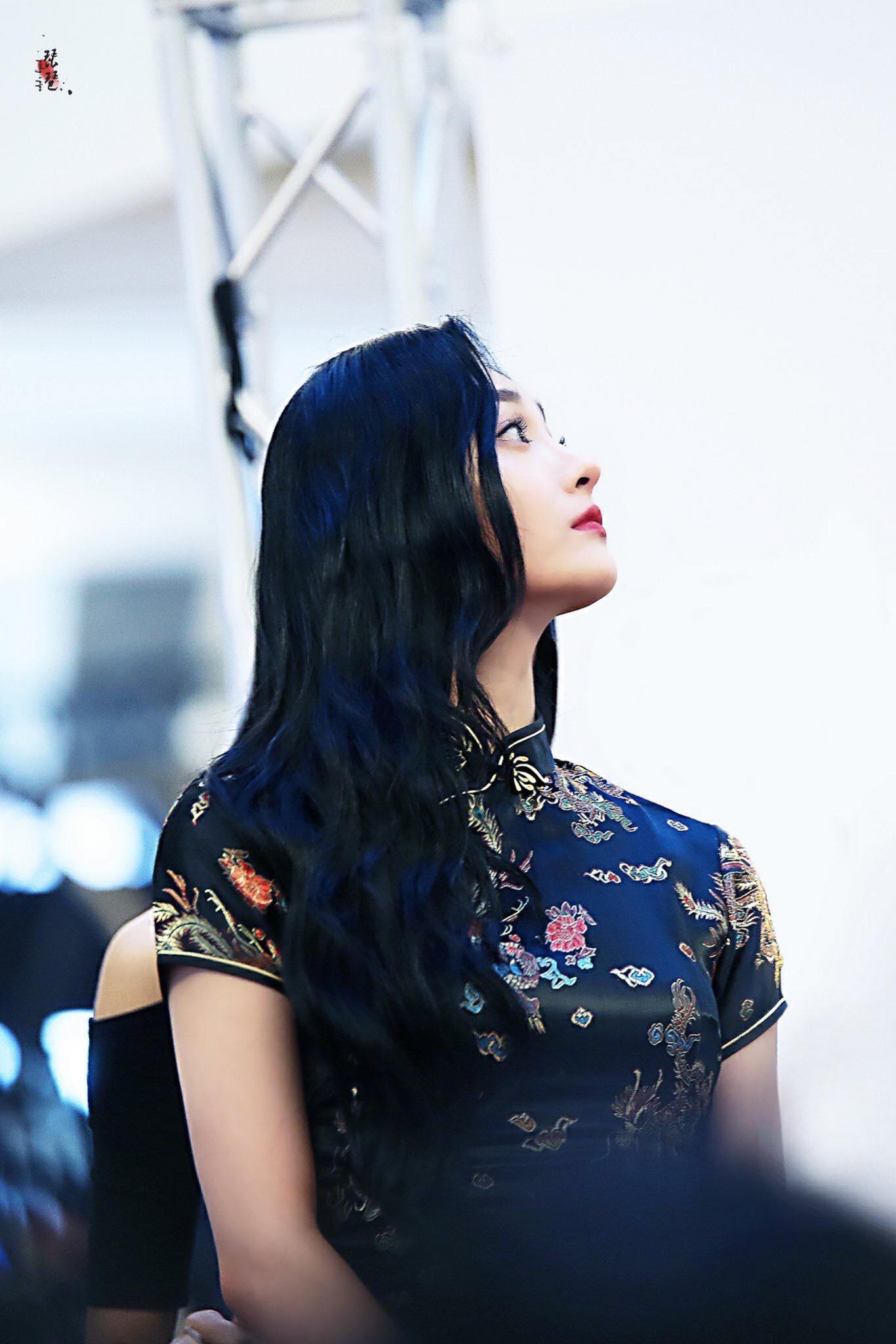 Mỹ nhân Kpop bỗng gây sốt vì diện sườn xám sang chảnh, khoe góc nghiêng quá xuất sắc tại fansign - Ảnh 6.