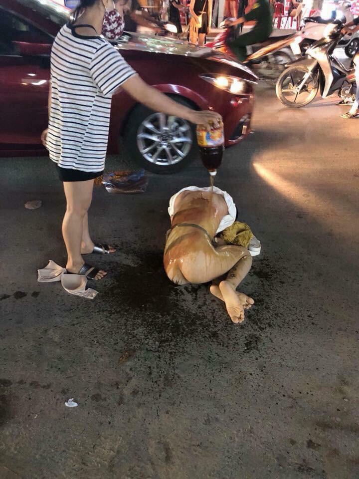 Cô gái trẻ bị nhóm phụ nữ đánh ghen lột đồ, đổ nước mắm lên người ở Thanh Hóa