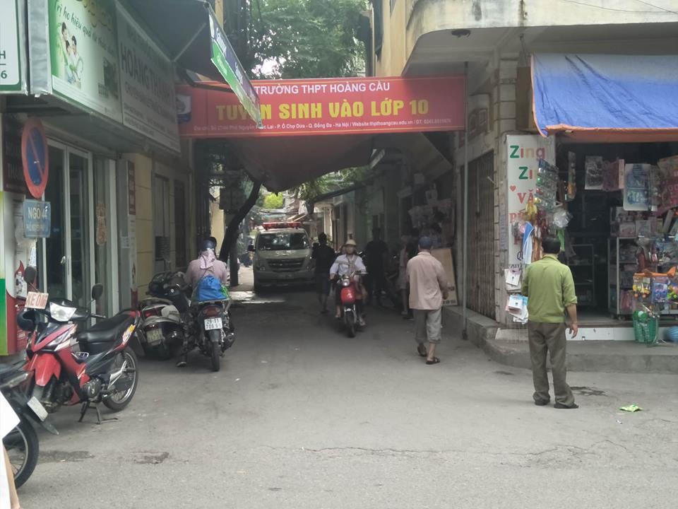 Hà Nội: Phát hiện thi thể người đàn ông bốc mùi nồng nặc trong ngôi nhà 3 tầng trên phố Nguyễn Phúc Lai - Ảnh 1.