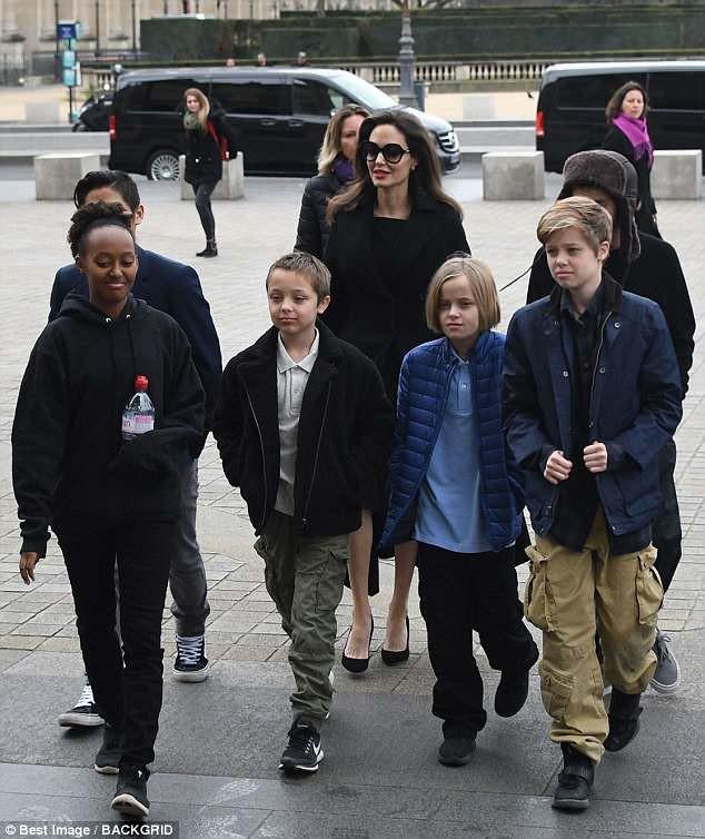 Tòa án đe dọa truất quyền nuôi con của Angelina Jolie nếu không để Brad Pitt gặp các bé - Ảnh 2.