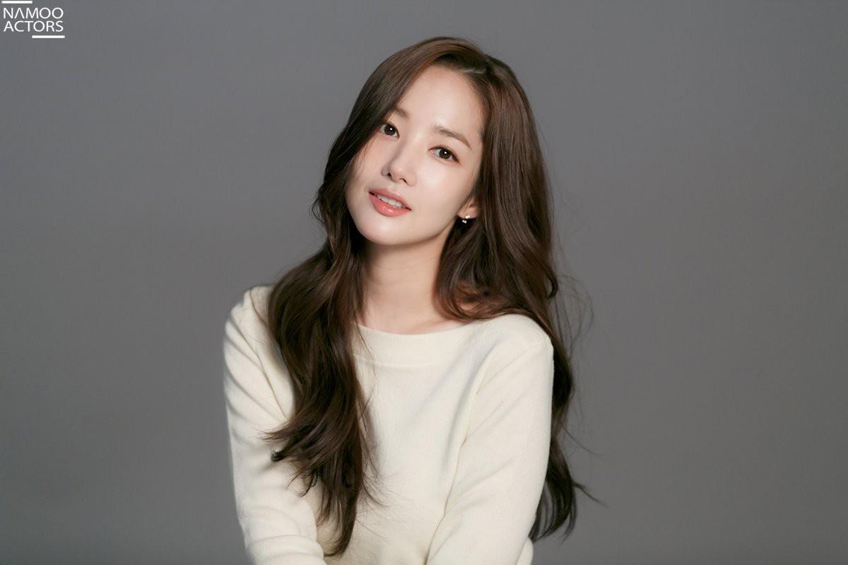 Ảnh hậu trường đẹp khó tin của đệ nhất dao kéo Park Min Young: Đẳng cấp còn hơn cả thiên thần tỉ tỉ - Ảnh 22.