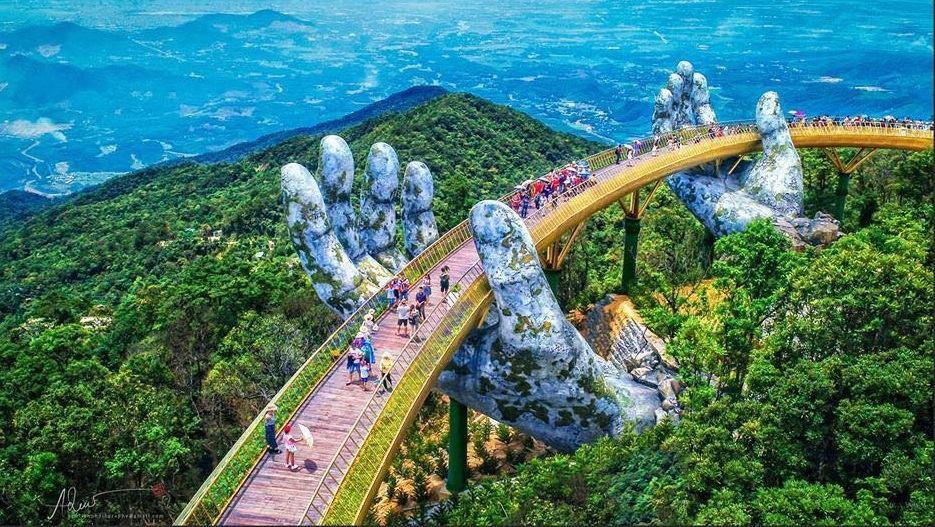 Dân tình bấn loạn trước cây cầu vàng hình bàn tay khổng lồ ở Đà Nẵng, rần rần rủ nhau đến check in - Ảnh 1.