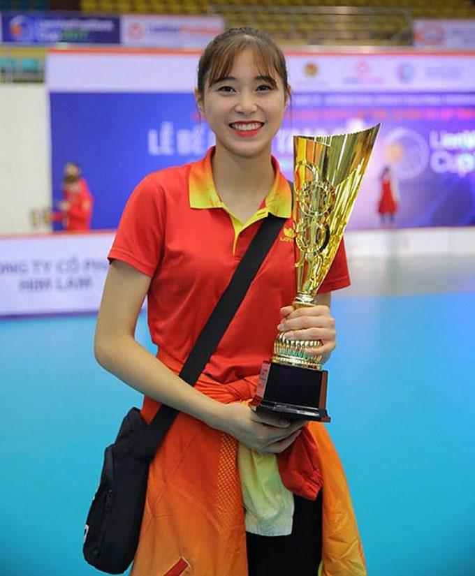 Hoa khôi bóng chuyền 16 tuổi Đặng Thu Huyền hâm mộ Bùi Tiến Dũng - Ảnh 6.