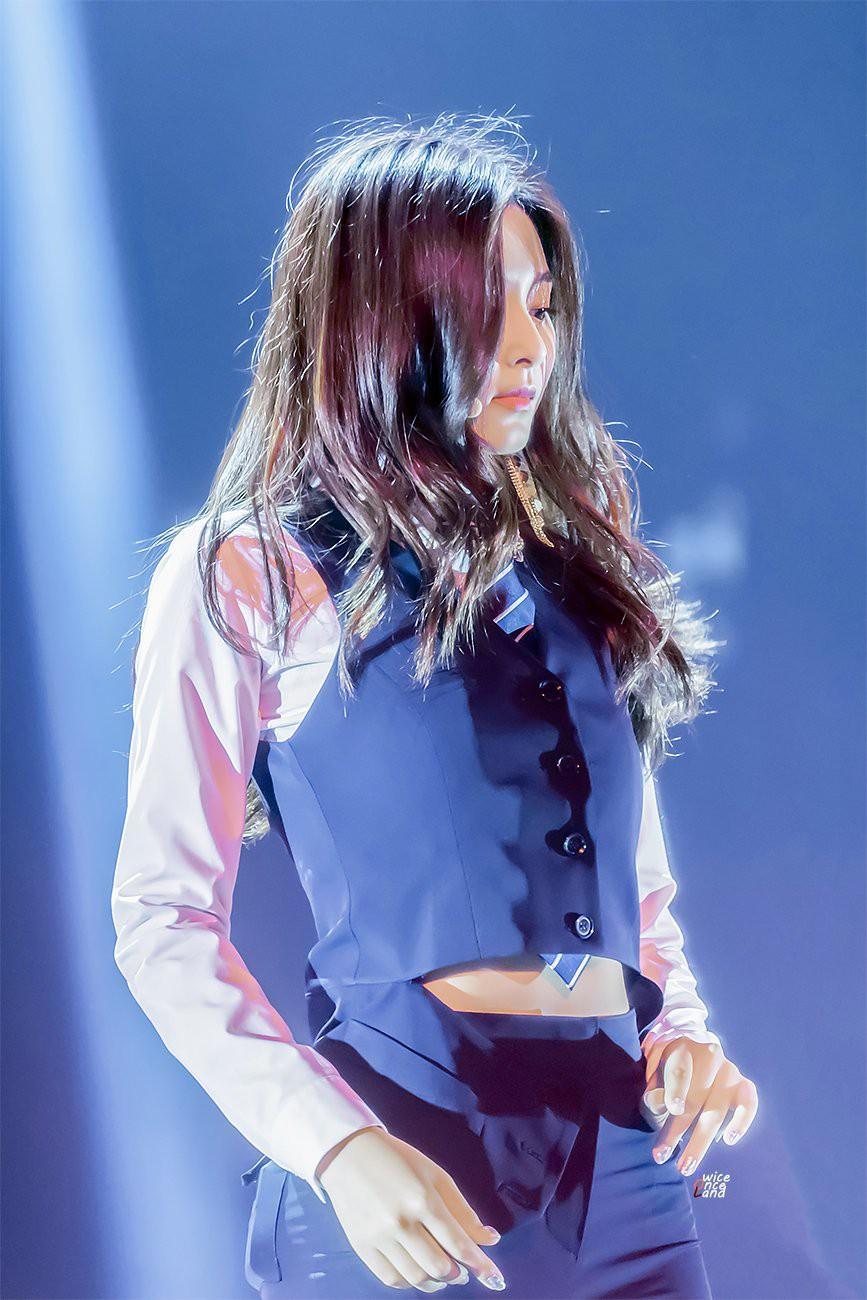 Chùm ảnh: Những công chúa, hoàng tử ngoại quốc của Kpop đẹp rực rỡ trên sân khấu (P.1) - Ảnh 23.